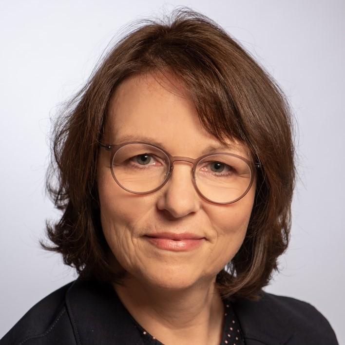 Professor Claudia Hiepel