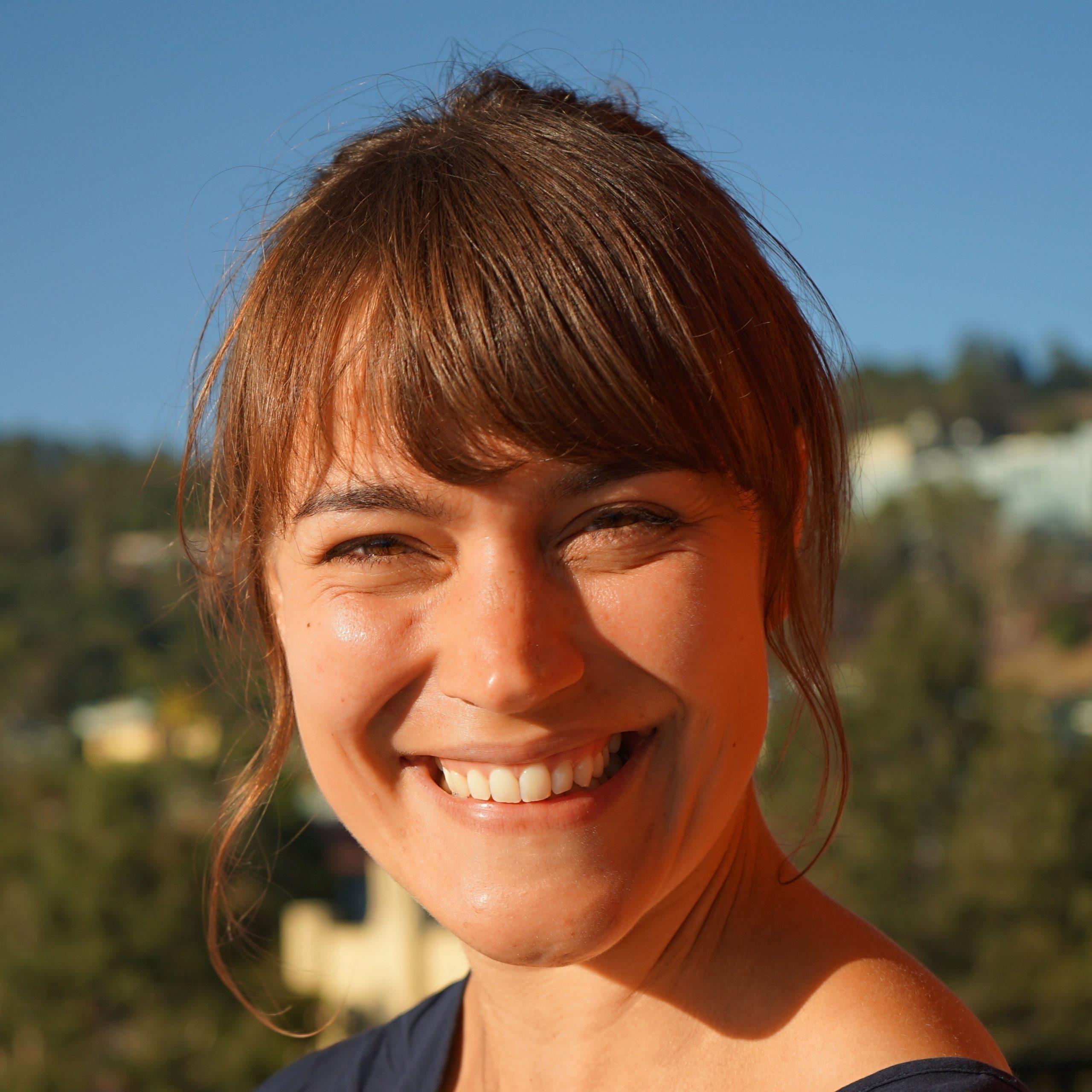 Dr Julia Wambach